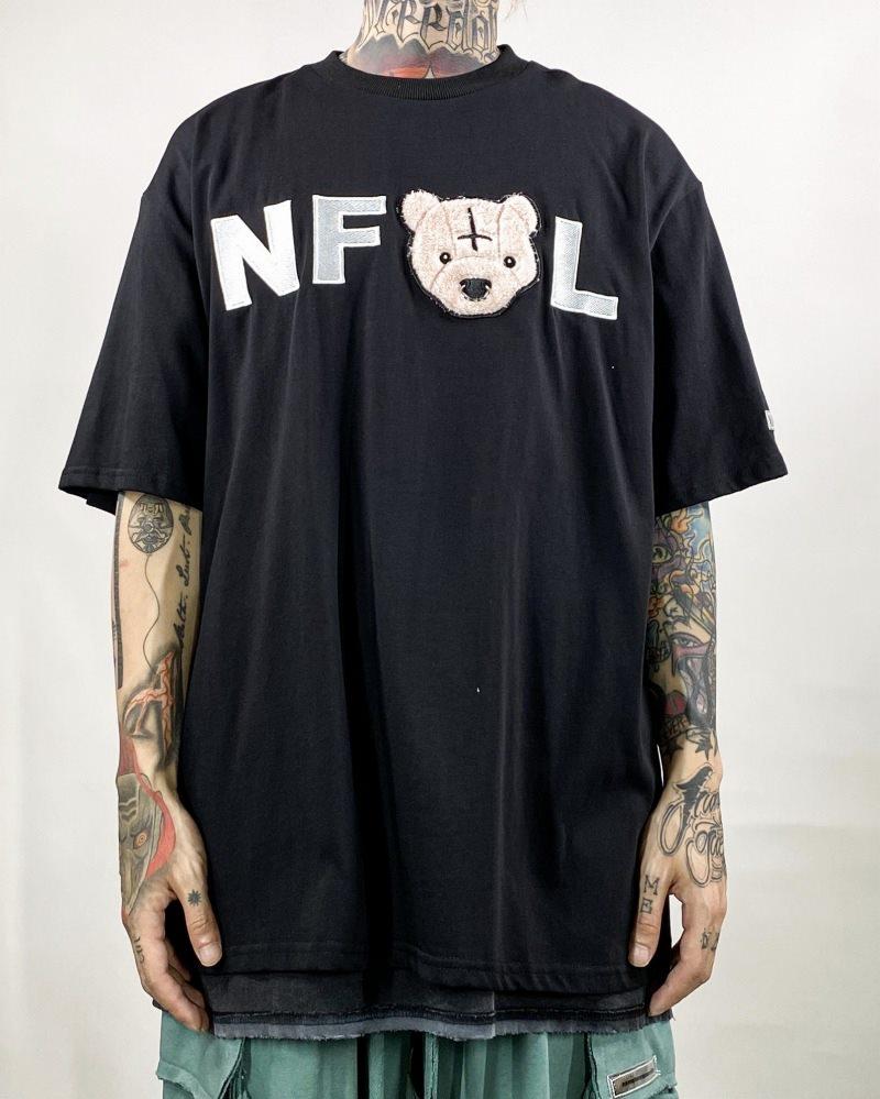 鼻ピアスクマTシャツの画像1